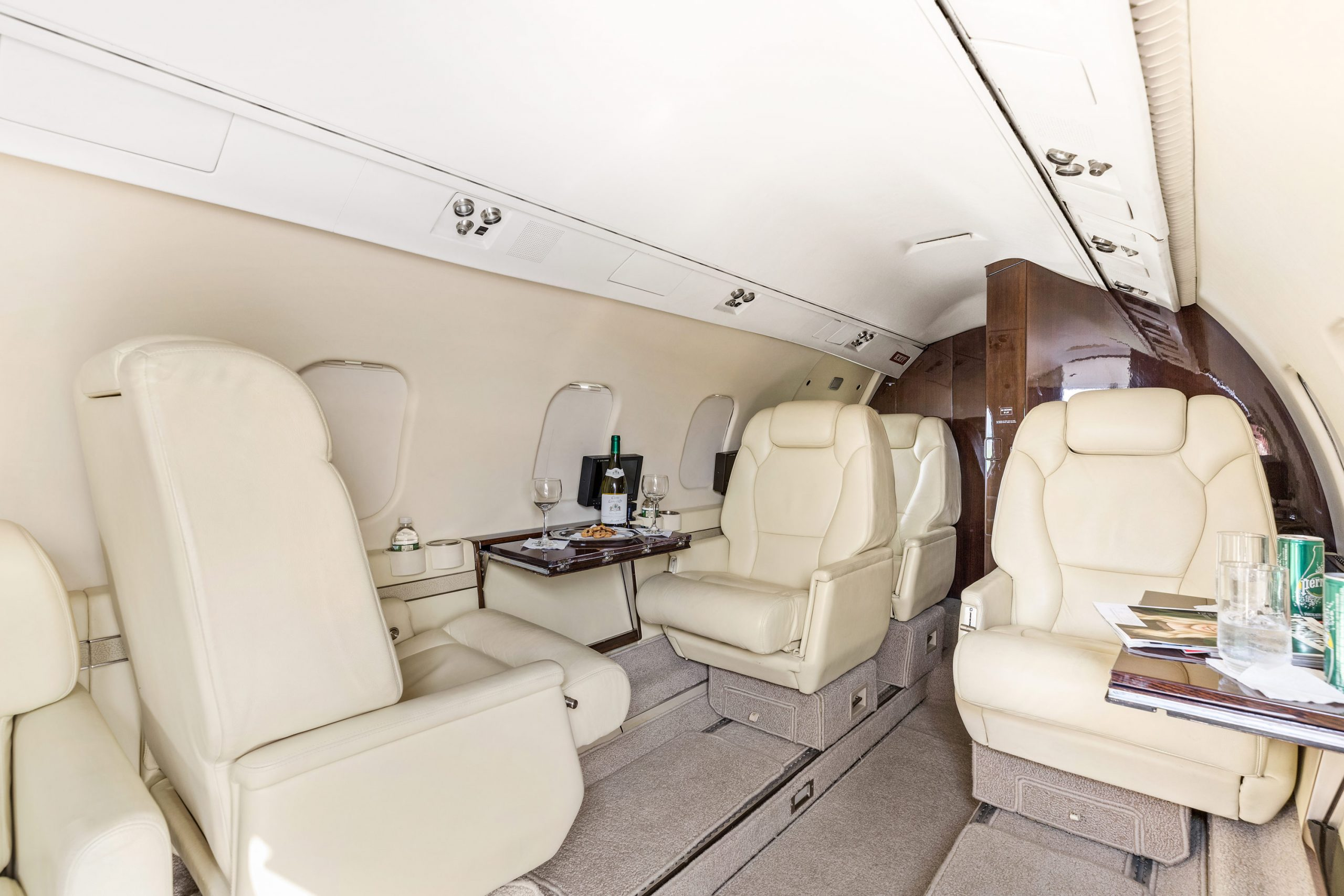 Lear-55-3-Interior-Aft-2